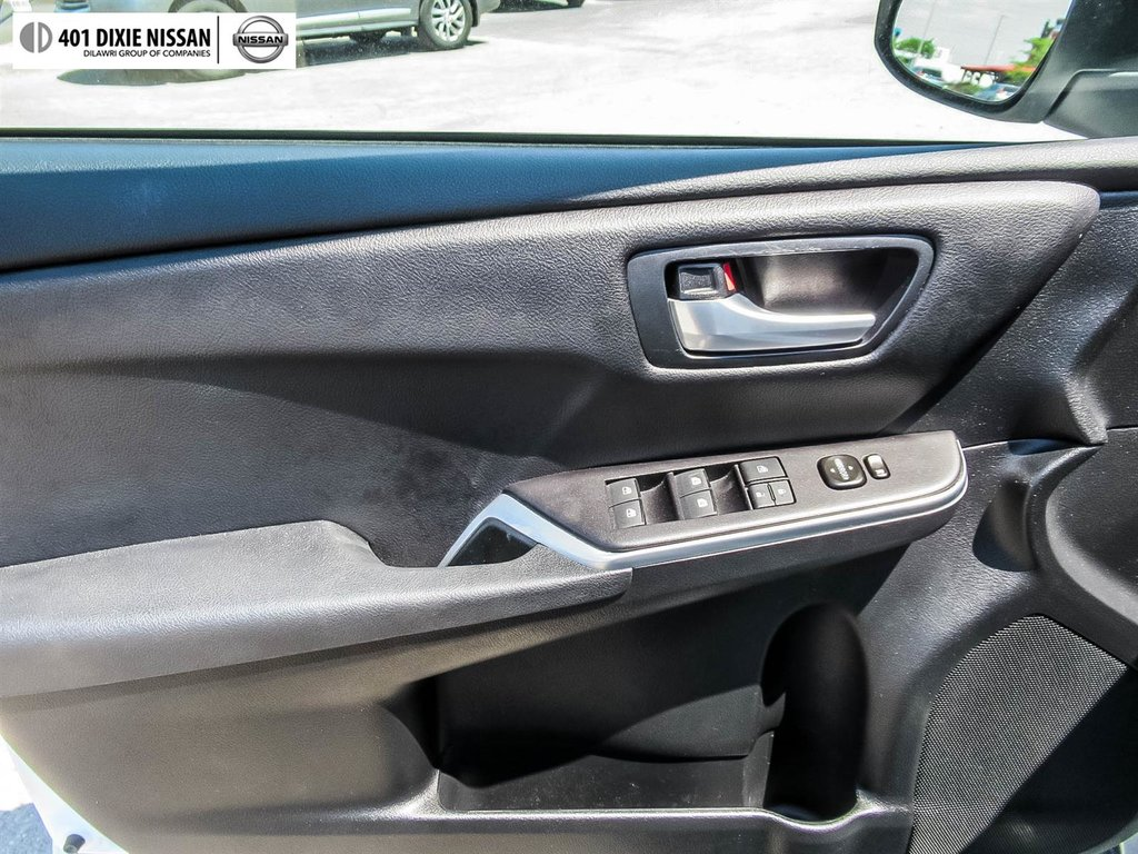 2017 Toyota Camry Hybrid LE CVT in Mississauga, Ontario - 24 - w1024h768px