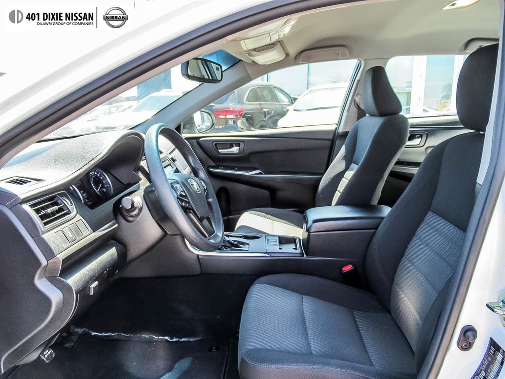 2017 Toyota Camry Hybrid LE CVT in Mississauga, Ontario - 26 - w1024h768px