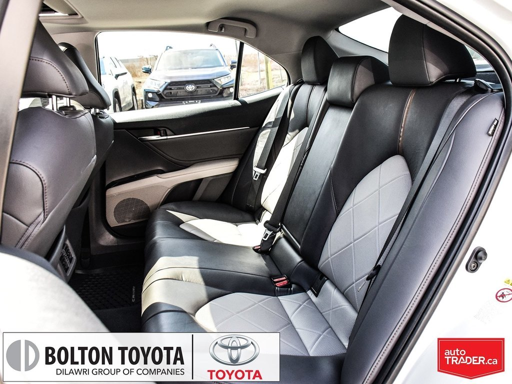 2018 Toyota Camry Hybrid XLE CVT in Bolton, Ontario - 12 - w1024h768px