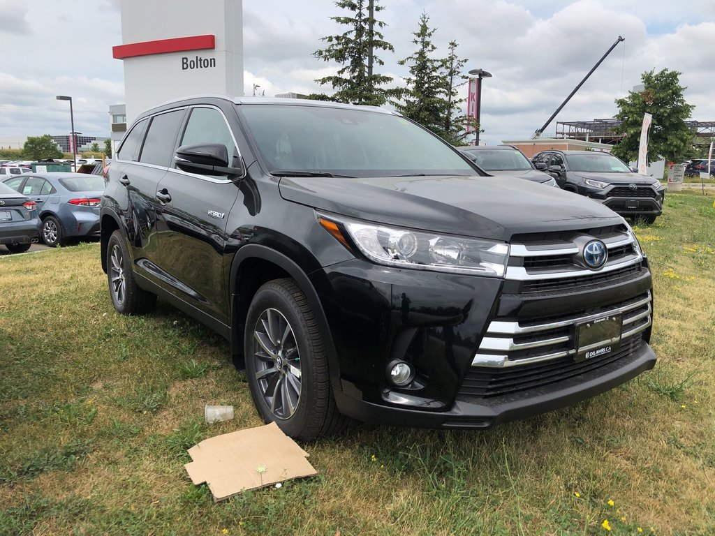 2019 Toyota Camry Hybrid LE in Bolton, Ontario - 3 - w1024h768px