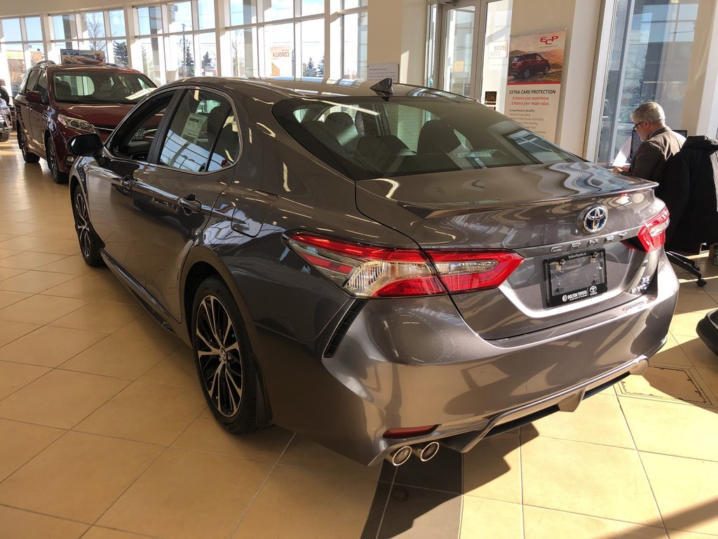 2019 Toyota Camry Hybrid SE in Bolton, Ontario - 5 - w1024h768px