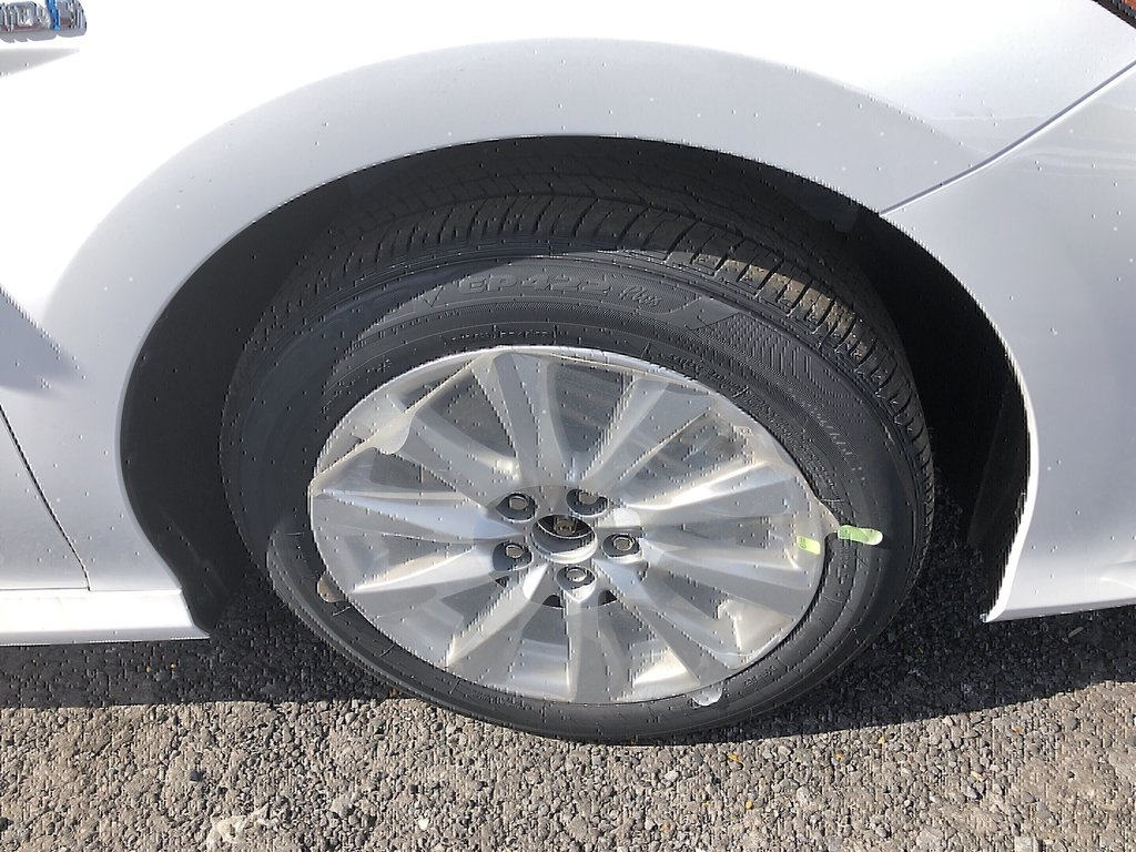 Toyota Camry Hybrid LE 2019 à Verdun, Québec - 4 - w1024h768px