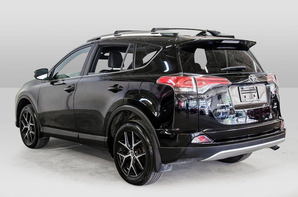 Toyota Camry Hybrid SE CVT 2019 à Verdun, Québec - 5 - w1024h768px