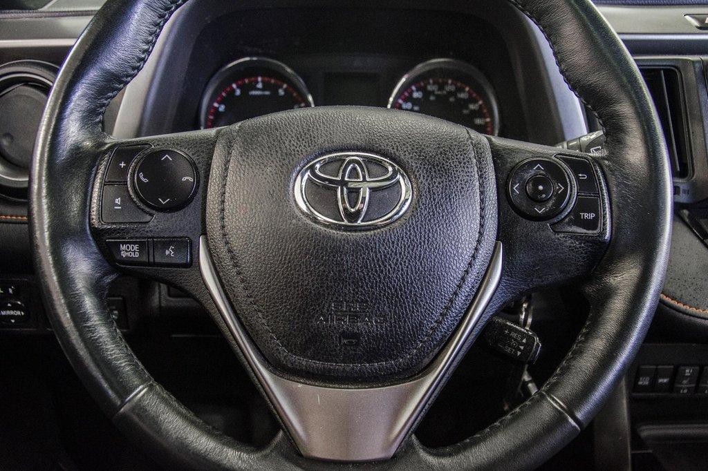 Toyota Camry Hybrid SE CVT 2019 à Verdun, Québec - 10 - w1024h768px