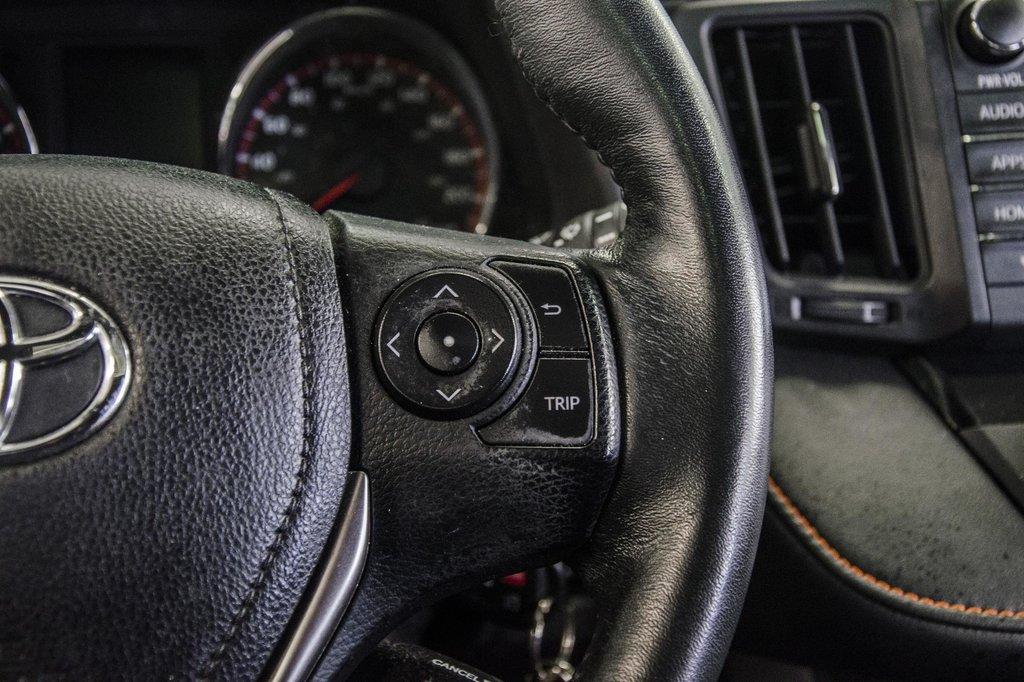 Toyota Camry Hybrid SE CVT 2019 à Verdun, Québec - 13 - w1024h768px