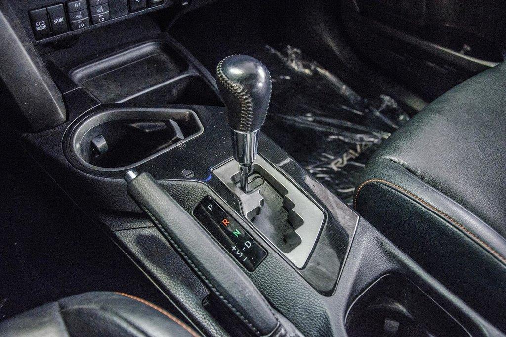 Toyota Camry Hybrid SE CVT 2019 à Verdun, Québec - 17 - w1024h768px