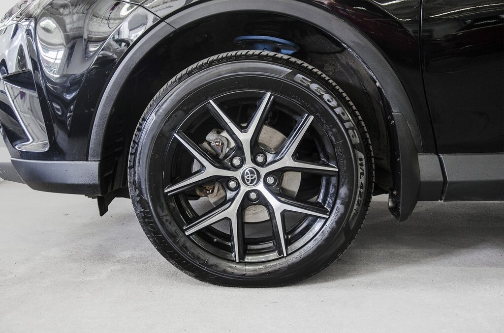 Toyota Camry Hybrid SE CVT 2019 à Verdun, Québec - 30 - w1024h768px