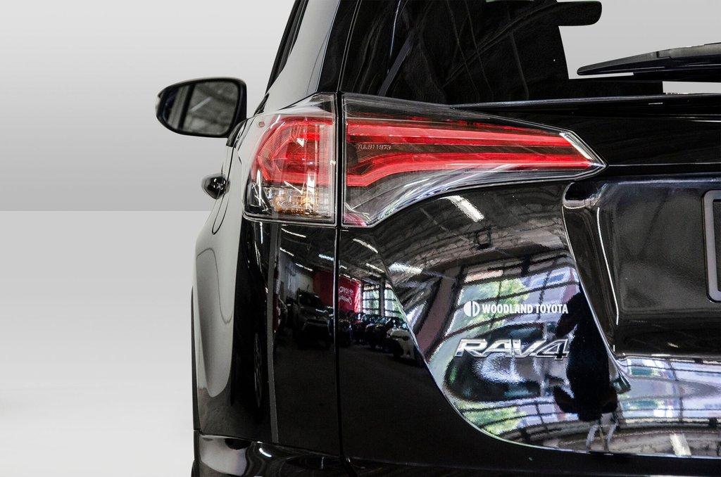 Toyota Camry Hybrid SE CVT 2019 à Verdun, Québec - 26 - w1024h768px