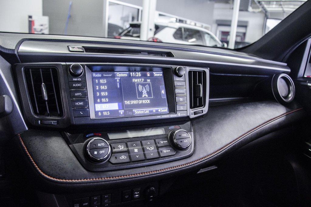 Toyota Camry Hybrid SE CVT 2019 à Verdun, Québec - 16 - w1024h768px