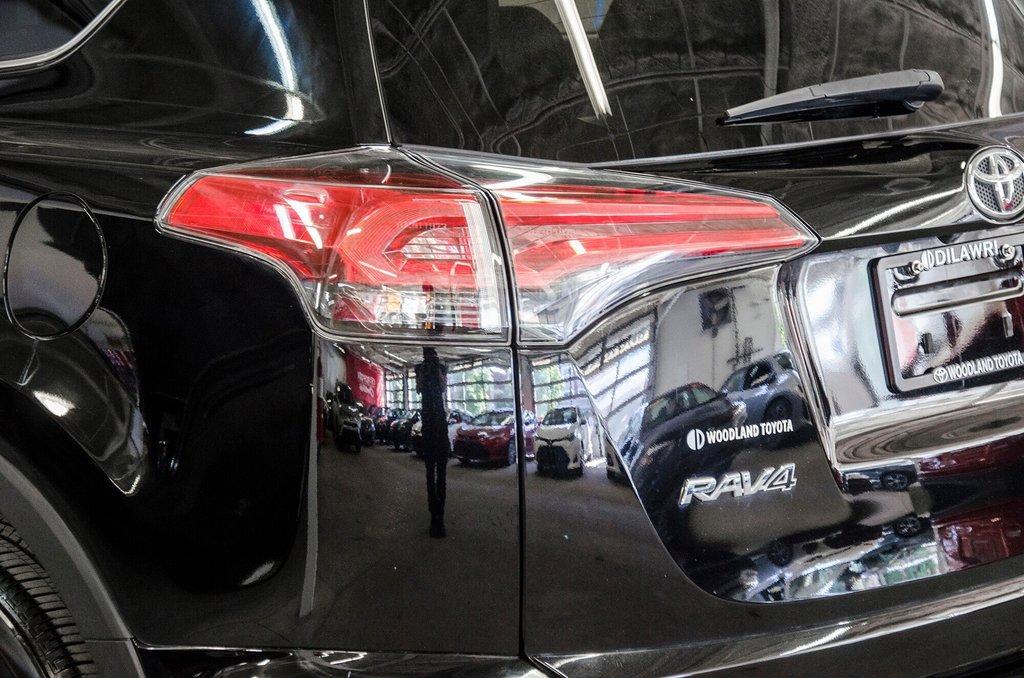 Toyota Camry Hybrid SE CVT 2019 à Verdun, Québec - 29 - w1024h768px