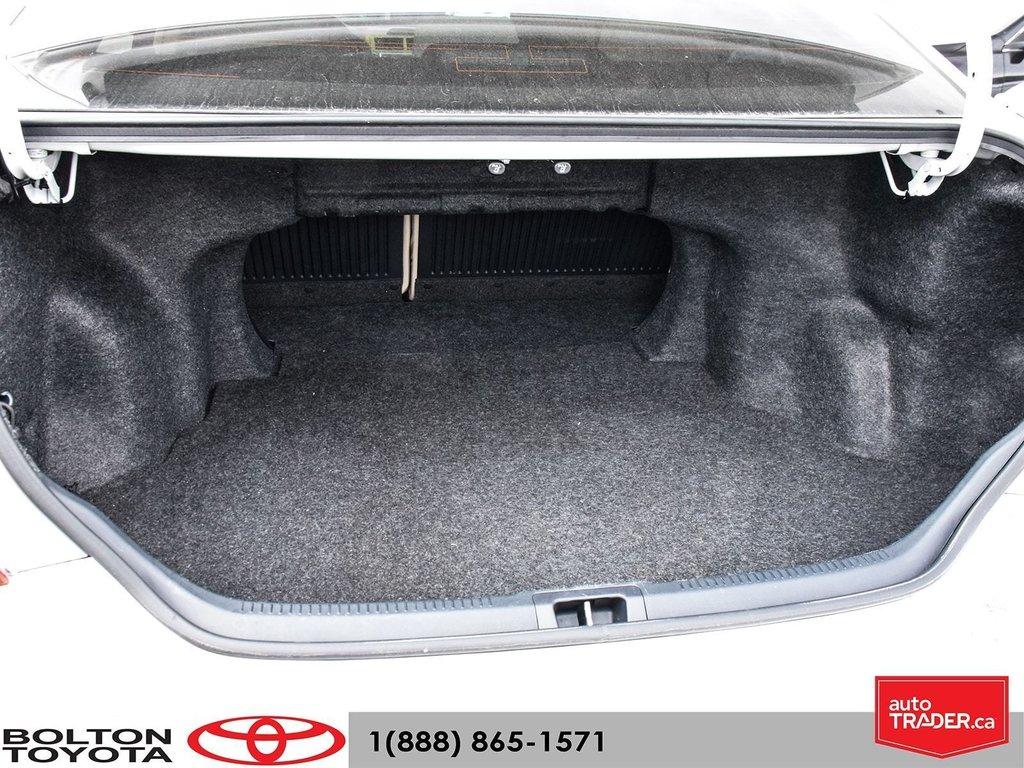 2014 Toyota Camry 4-door Sedan LE 6A (2) in Bolton, Ontario - 23 - w1024h768px