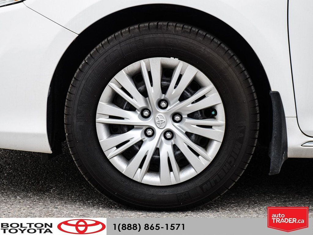 2014 Toyota Camry 4-door Sedan LE 6A (2) in Bolton, Ontario - 6 - w1024h768px
