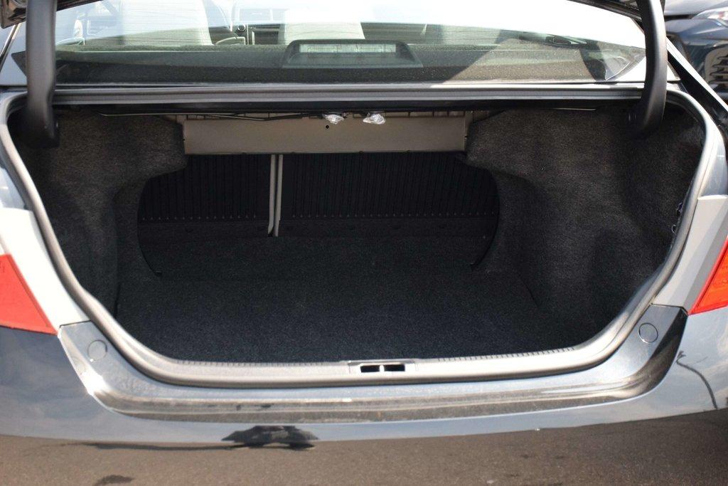 2016 Toyota Camry 4-Door Sedan LE 6A in Bolton, Ontario - 24 - w1024h768px