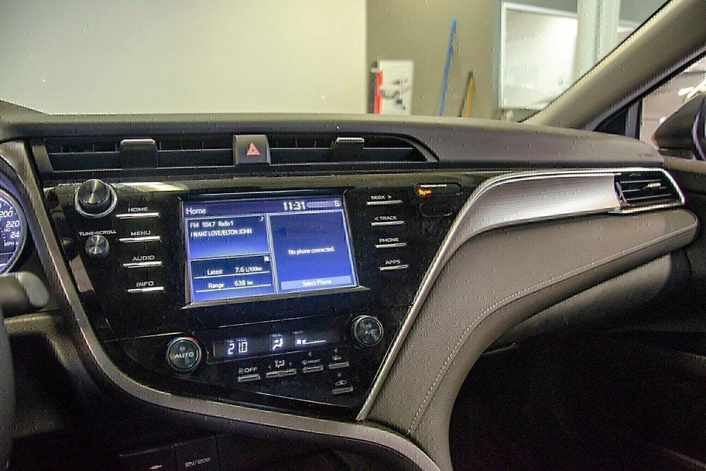 Toyota Camry 4-Door Sedan SE 8A 2018 à Verdun, Québec - 22 - w1024h768px