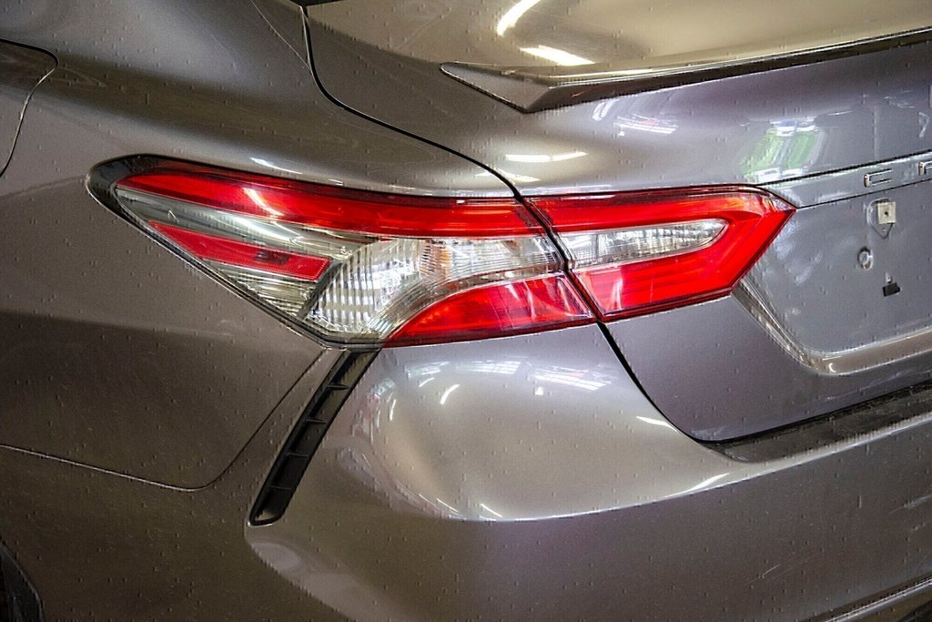 2018 Toyota Camry 4-Door Sedan SE 8A in Verdun, Quebec - 31 - w1024h768px