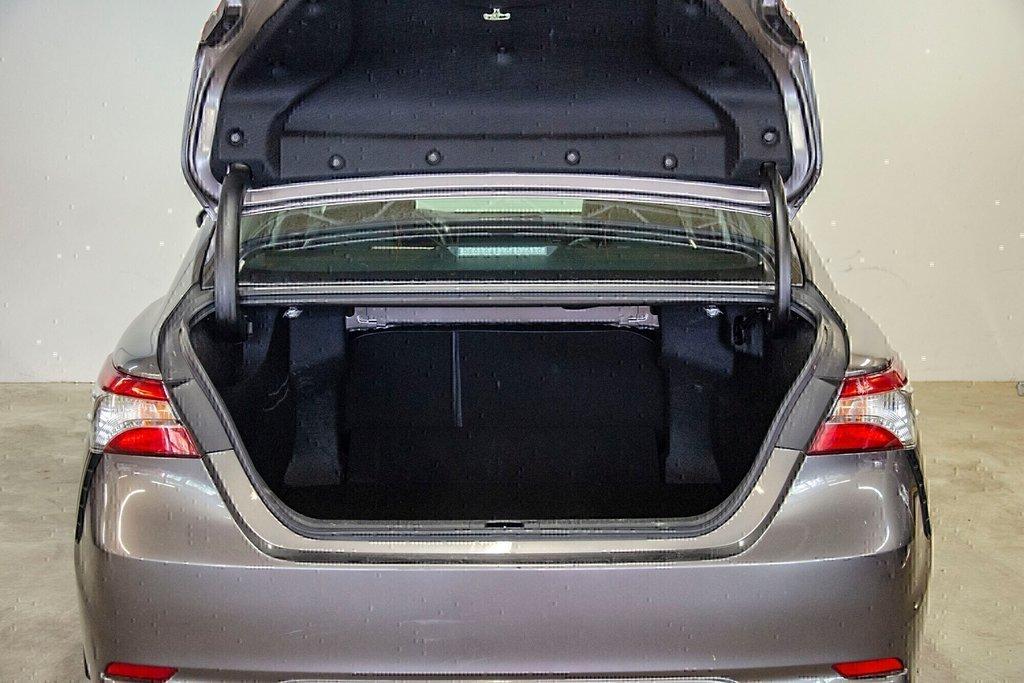 Toyota Camry 4-Door Sedan SE 8A 2018 à Verdun, Québec - 11 - w1024h768px