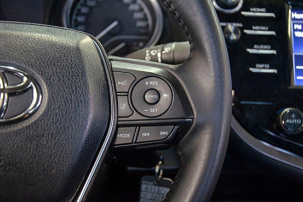 Toyota Camry 4-Door Sedan SE 8A 2018 à Verdun, Québec - 19 - w1024h768px