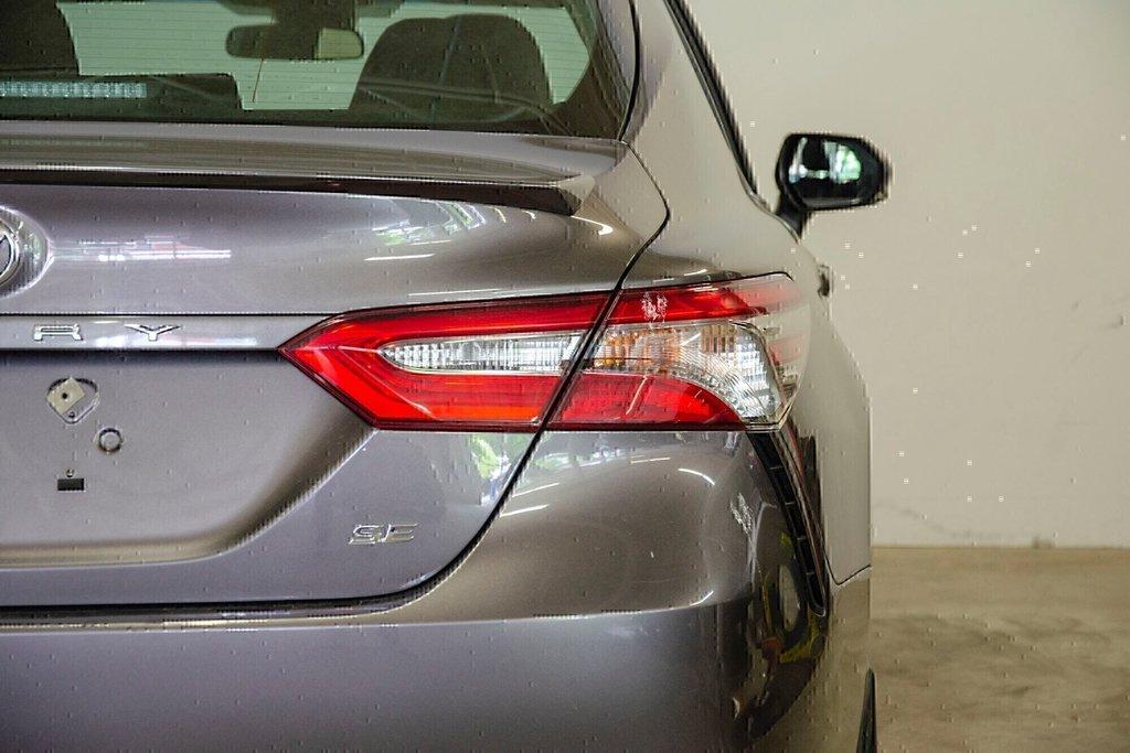Toyota Camry 4-Door Sedan SE 8A 2018 à Verdun, Québec - 35 - w1024h768px