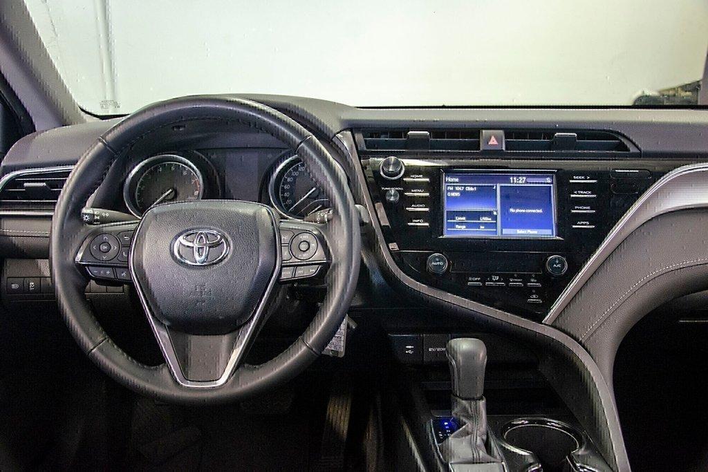 Toyota Camry 4-Door Sedan SE 8A 2018 à Verdun, Québec - 15 - w1024h768px