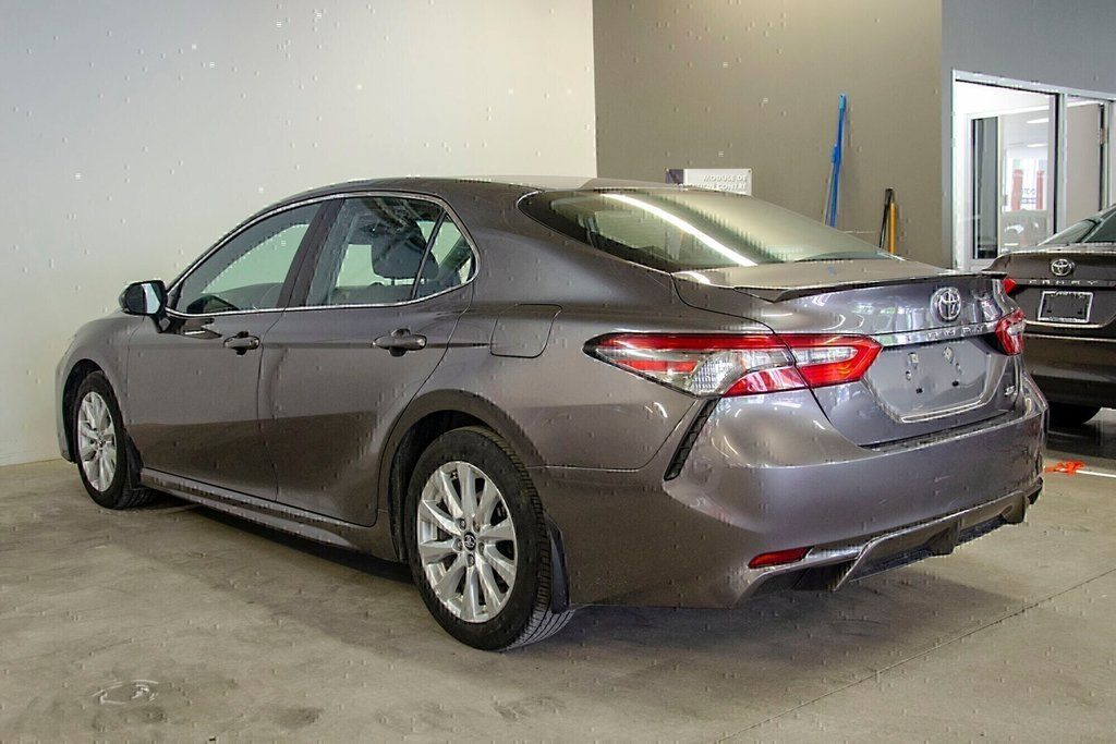 2018 Toyota Camry 4-Door Sedan SE 8A in Verdun, Quebec - 7 - w1024h768px