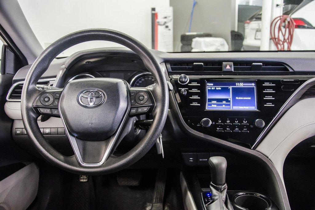 2018 Toyota Camry 4-Door Sedan LE 8A in Verdun, Quebec - 53 - w1024h768px