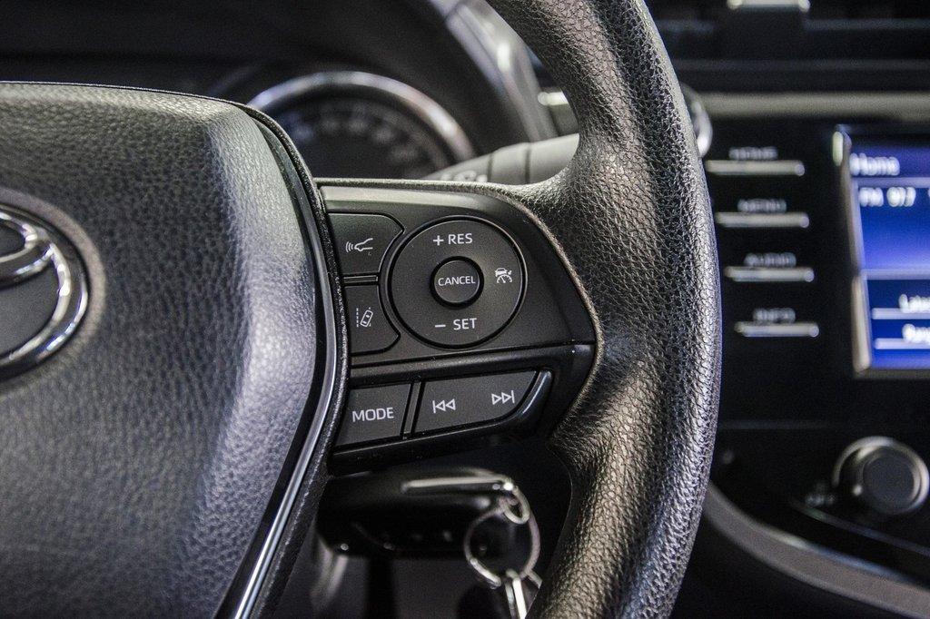2018 Toyota Camry 4-Door Sedan LE 8A in Verdun, Quebec - 19 - w1024h768px