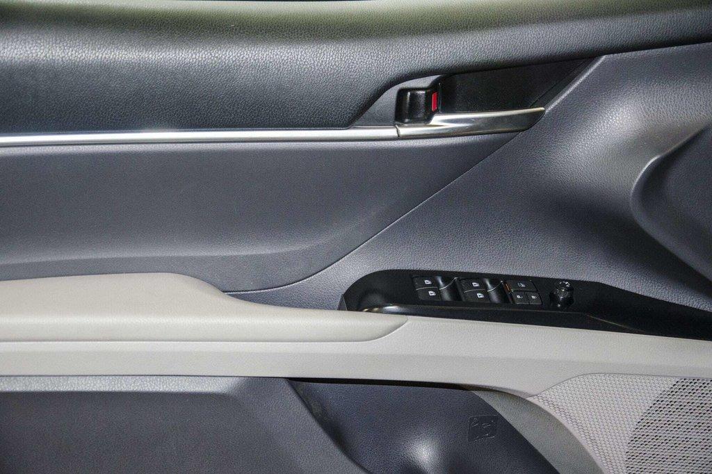 2018 Toyota Camry 4-Door Sedan LE 8A in Verdun, Quebec - 65 - w1024h768px