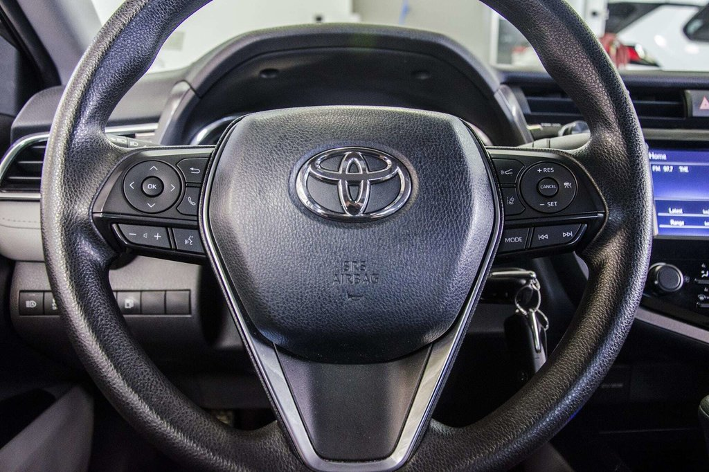 2018 Toyota Camry 4-Door Sedan LE 8A in Verdun, Quebec - 17 - w1024h768px