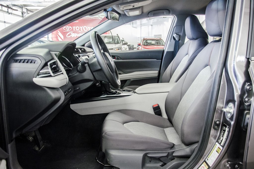 2018 Toyota Camry 4-Door Sedan LE 8A in Verdun, Quebec - 26 - w1024h768px