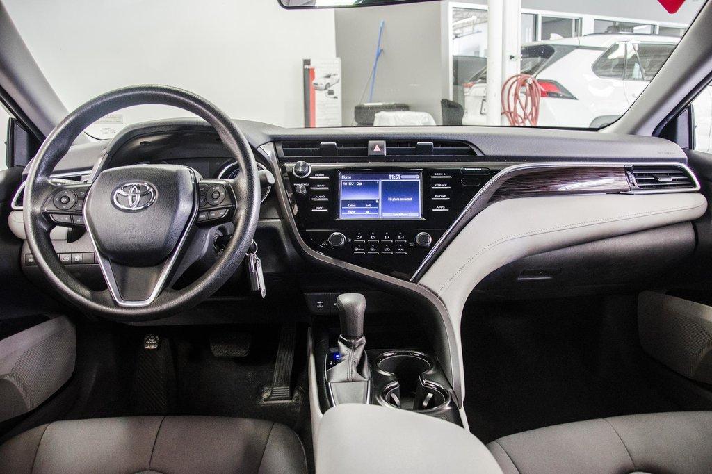 2018 Toyota Camry 4-Door Sedan LE 8A in Verdun, Quebec - 25 - w1024h768px