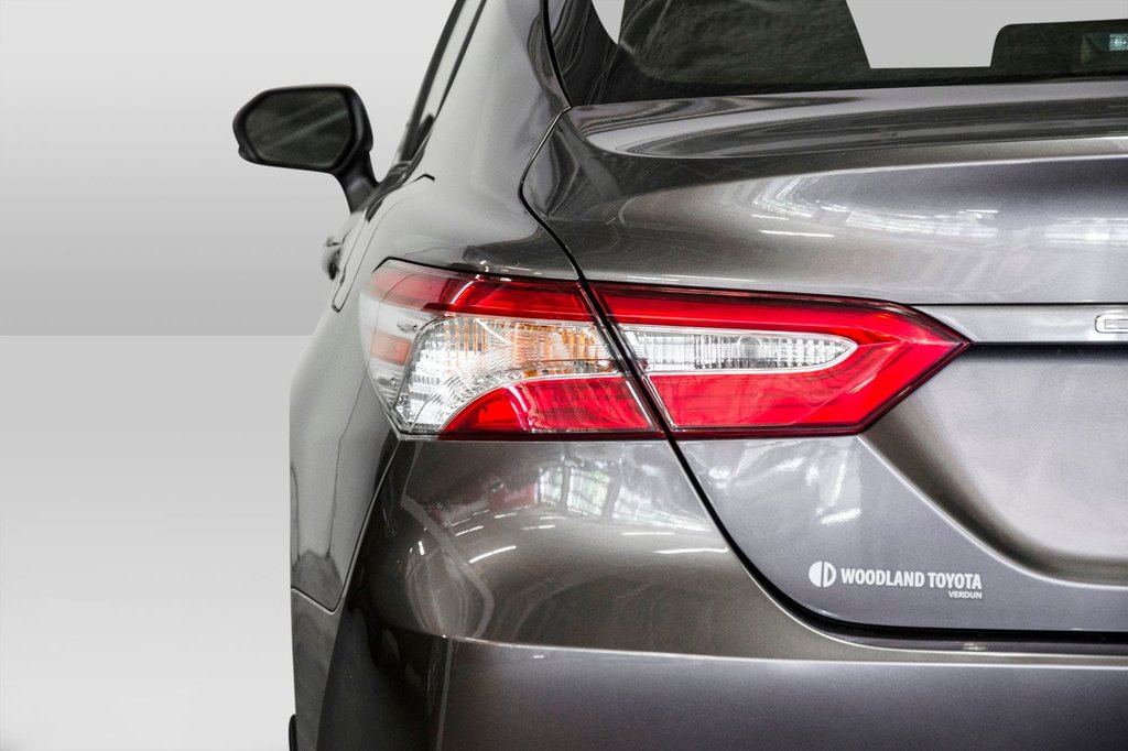 2018 Toyota Camry 4-Door Sedan LE 8A in Verdun, Quebec - 32 - w1024h768px