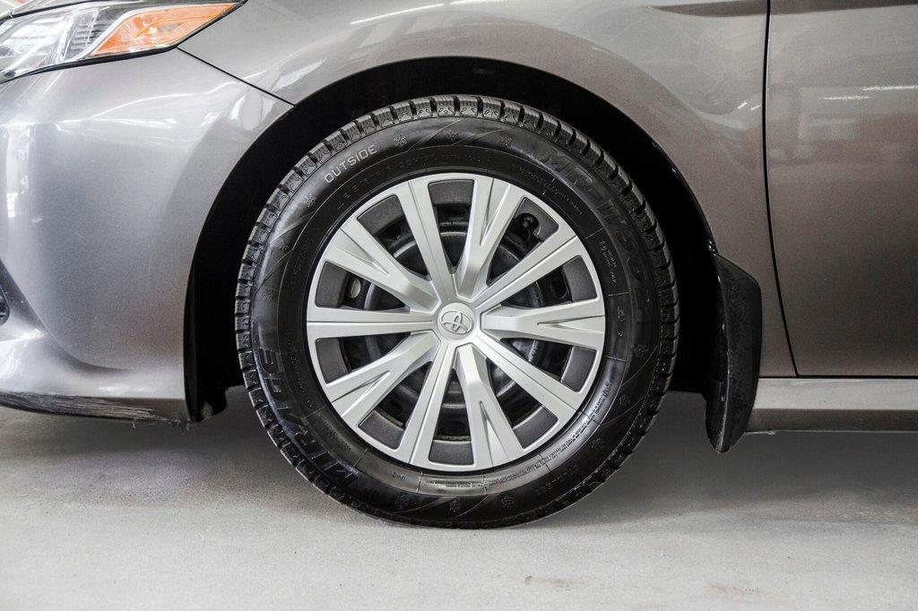 2018 Toyota Camry 4-Door Sedan LE 8A in Verdun, Quebec - 37 - w1024h768px