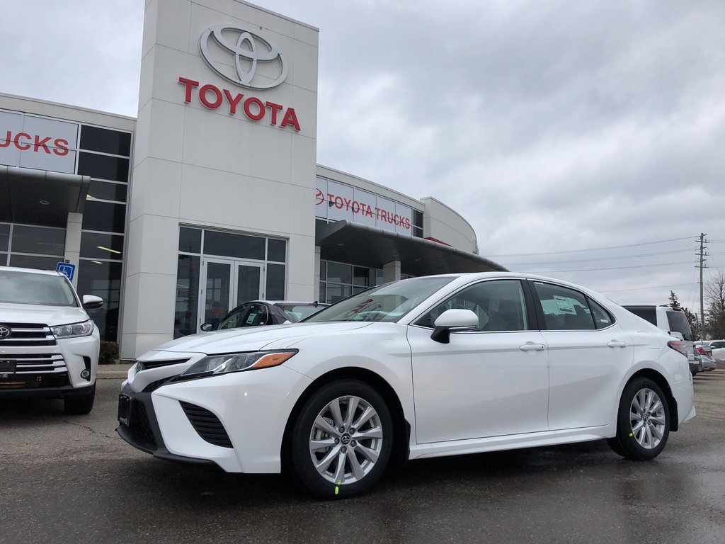2019 Toyota Camry SE in Bolton, Ontario - 1 - w1024h768px