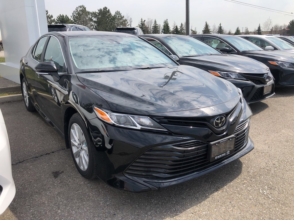 2019 Toyota Camry LE in Bolton, Ontario - 3 - w1024h768px