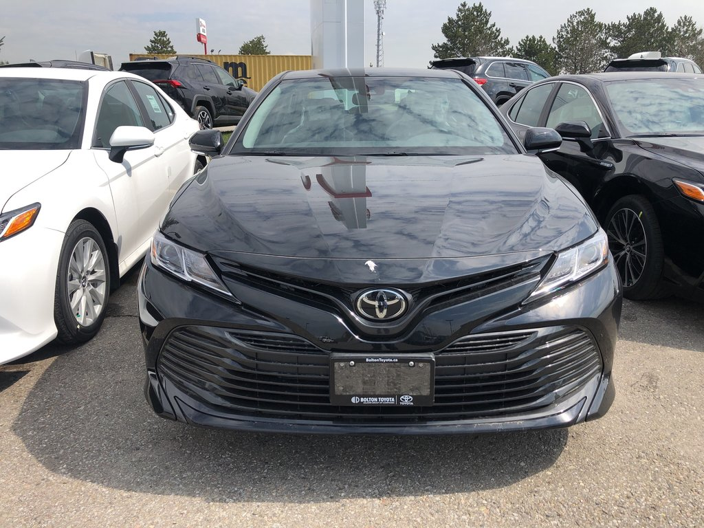 2019 Toyota Camry LE in Bolton, Ontario - 2 - w1024h768px
