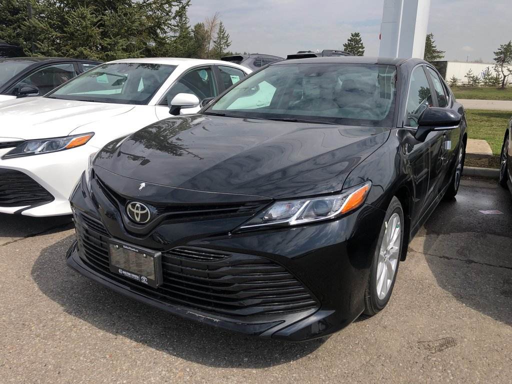 2019 Toyota Camry LE in Bolton, Ontario - 1 - w1024h768px