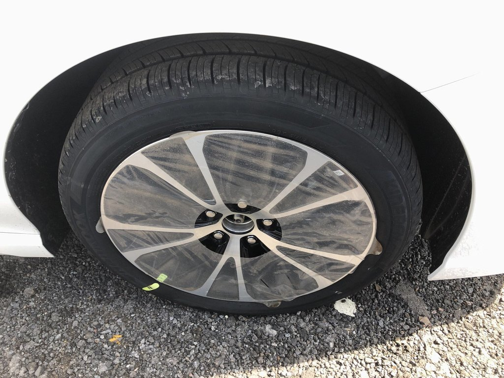 Toyota Camry 4-Door Sedan SE 8A 2019 à Verdun, Québec - 3 - w1024h768px