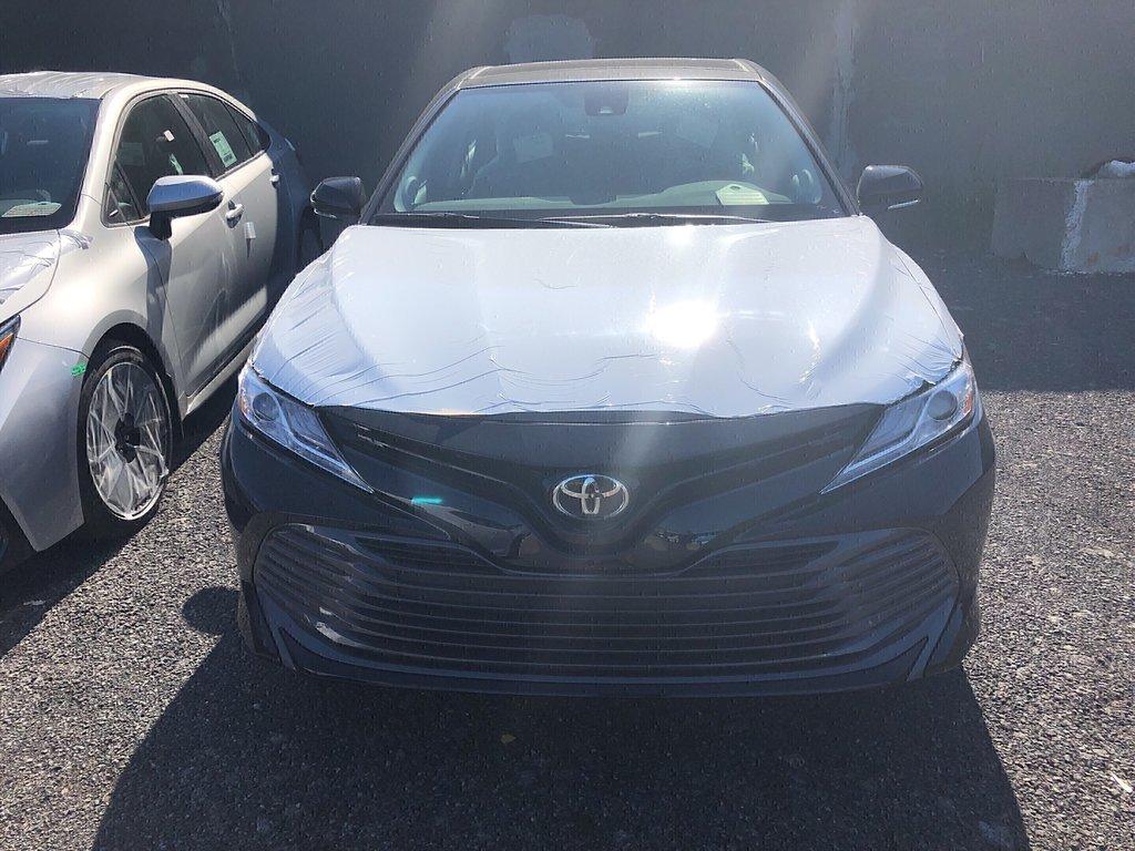 Toyota Camry 4-Door Sedan XLE 8A 2019 à Verdun, Québec - 2 - w1024h768px