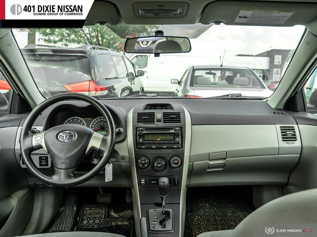 2013 Toyota Corolla 4-door Sedan LE 4A in Mississauga, Ontario - 23 - w1024h768px