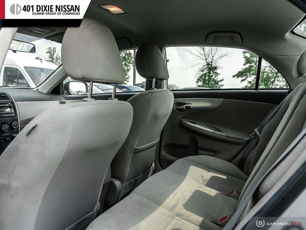 2013 Toyota Corolla 4-door Sedan LE 4A in Mississauga, Ontario - 22 - w1024h768px