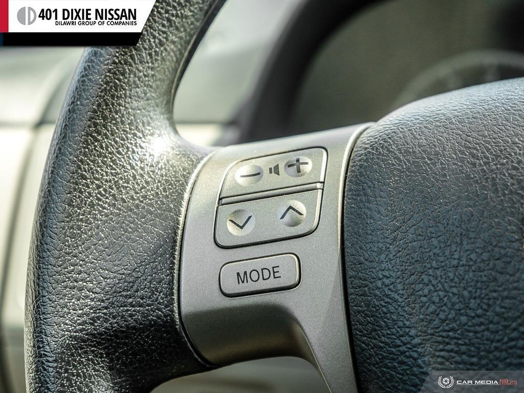 2013 Toyota Corolla 4-door Sedan LE 4A in Mississauga, Ontario - 16 - w1024h768px