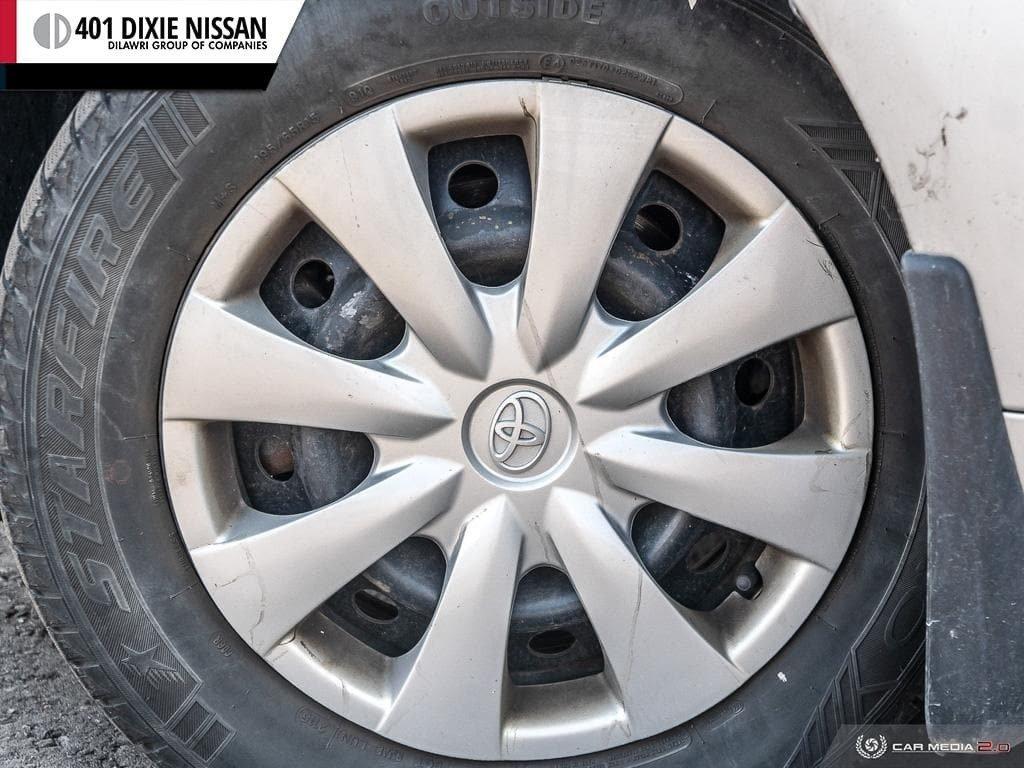 2013 Toyota Corolla 4-door Sedan LE 4A in Mississauga, Ontario - 6 - w1024h768px