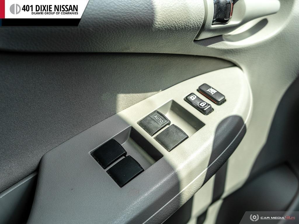 2013 Toyota Corolla 4-door Sedan LE 4A in Mississauga, Ontario - 15 - w1024h768px