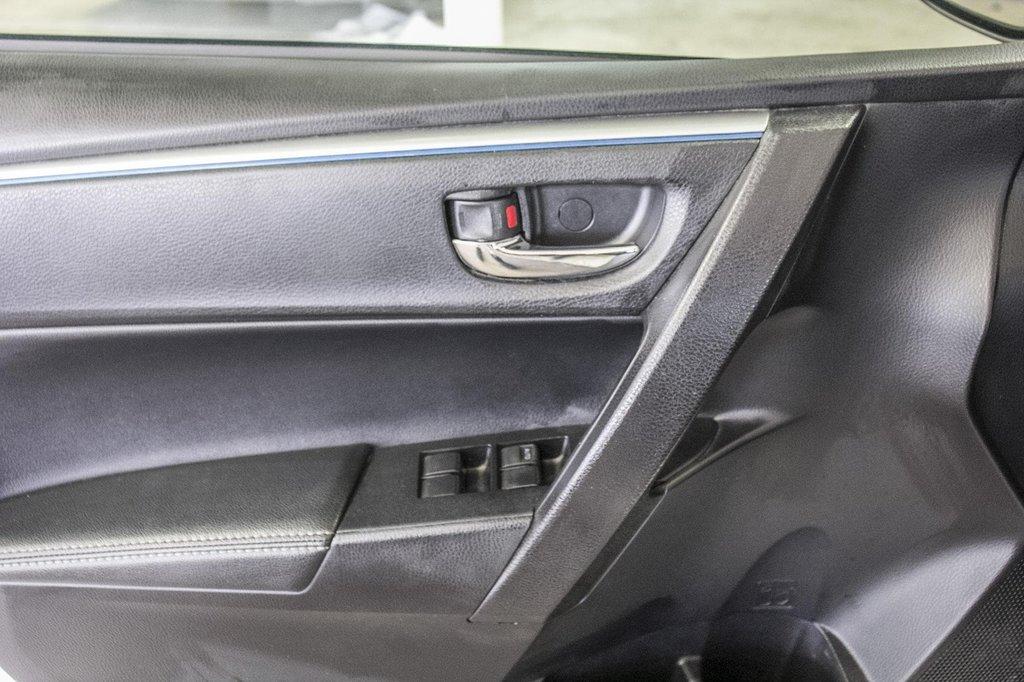 2015 Toyota Corolla S/Caméra Recul/ Banc Chauffants / Bluetooth in Verdun, Quebec - 33 - w1024h768px