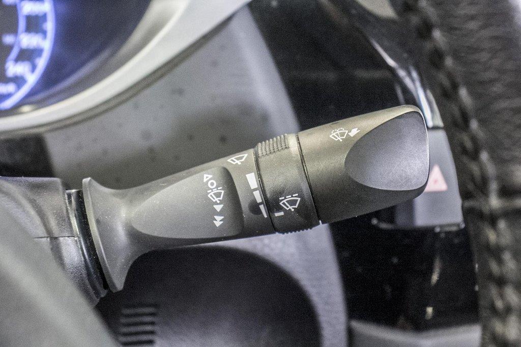 2015 Toyota Corolla S/Caméra Recul/ Banc Chauffants / Bluetooth in Verdun, Quebec - 29 - w1024h768px