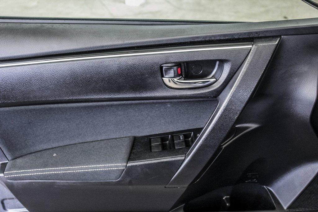 Toyota Corolla Toit Ouvrant / Caméra Recul / Sièges Chauffants 2017 à Verdun, Québec - 32 - w1024h768px