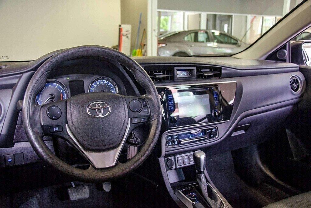 2018 Toyota Corolla LE / Caméra / Bluetooth / Sièges chauffants / Air in Verdun, Quebec - 11 - w1024h768px