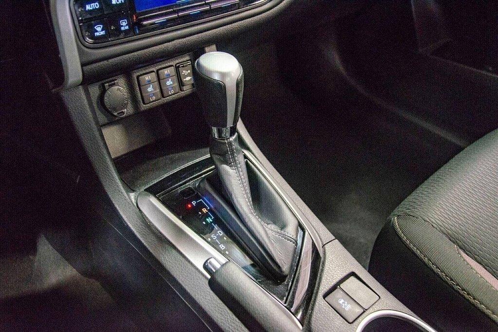 2018 Toyota Corolla LE / Caméra / Bluetooth / Sièges chauffants / Air in Verdun, Quebec - 23 - w1024h768px
