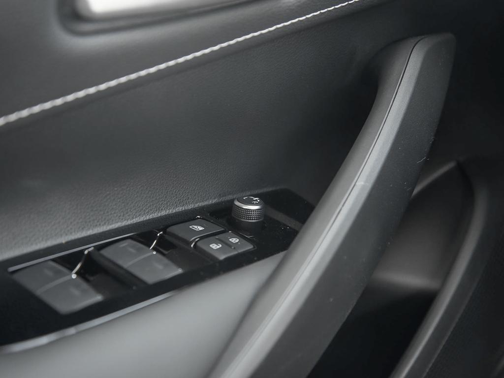 Toyota Corolla Hatchback 6M 2019 à Verdun, Québec - 16 - w1024h768px