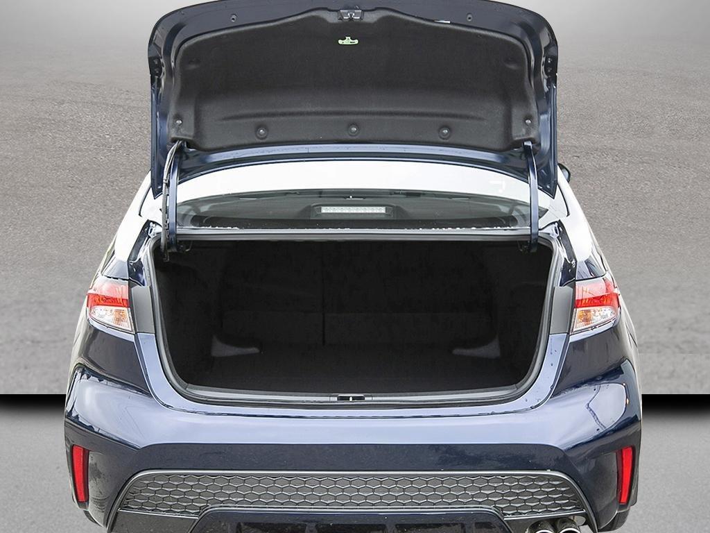 Toyota Corolla 4-door Sedan SE CVT 2020 à Verdun, Québec - 6 - w1024h768px